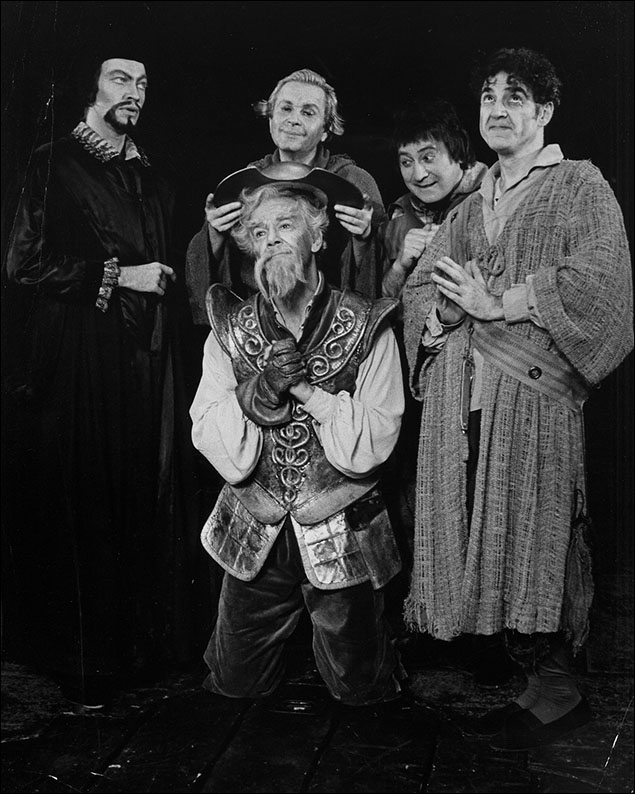 David Holliday, Robert Rounseville, Bob Wright, Joey Faye and Leo Bloom in the 1992 revival of Man of La Mancha