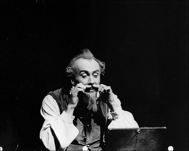 Richard Kiley in the original production of Man of La Mancha