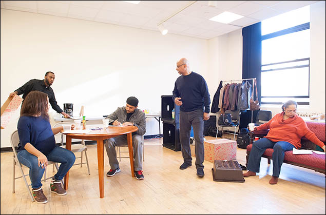 Nikiya Mathis, Wendell B. Franklin, Jason Dirden, Ruben Santiago-Hudson and Lynda Gravatt rehearse Skeleton Crew