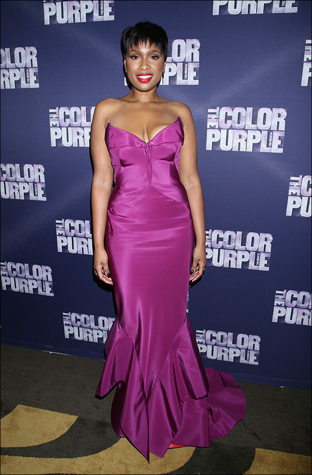 Jennifer Hudson! Oh, dear God! Could she be any lovelier?! All that talent, and beauty too! It just doesn't seem fair! Look at her in this Zac Posen fuchsia gown! There's really nothing more that needs to be said. This is how an international star works the red carpet for opening night. Classic glamour!