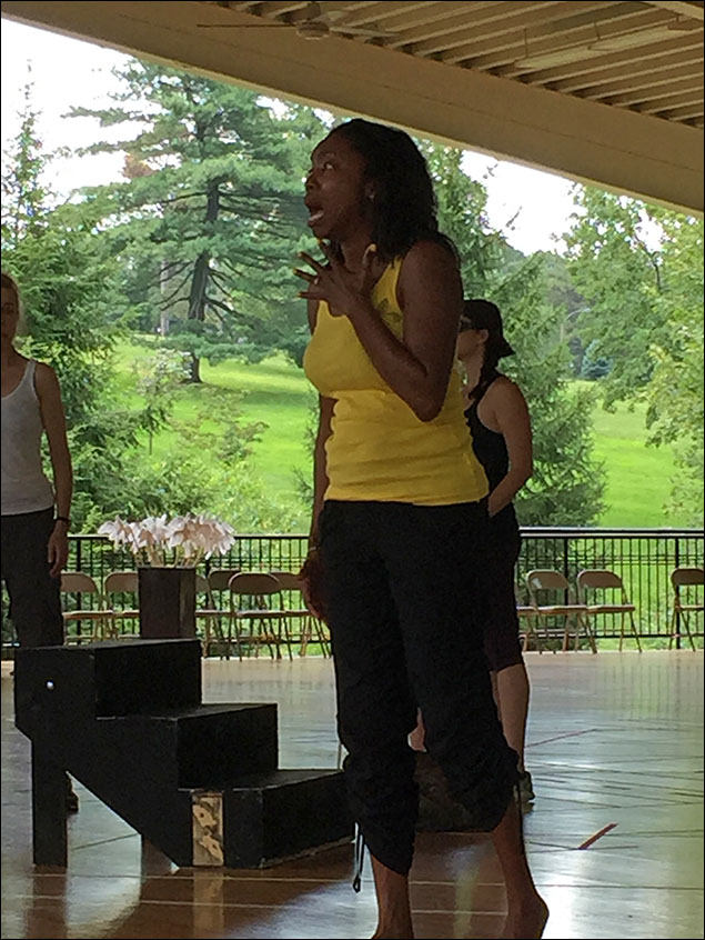 Heather Headley rehearsing and showing us how it's done