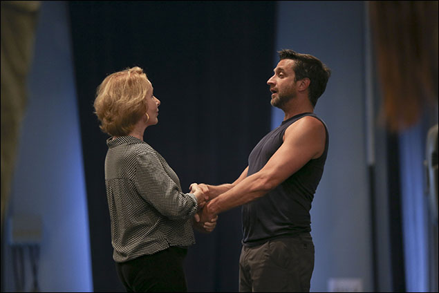 Kate Burton and Raúl Esparza