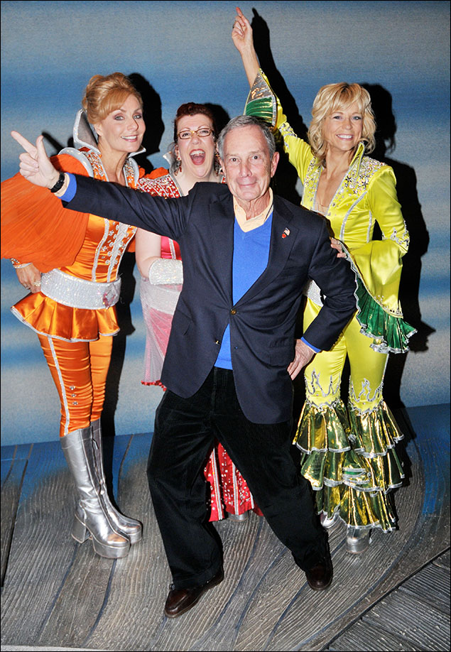 """""""Mayor Mia"""" Michael Bloomberg busts a move with Dynamos Judy McLane, Jennifer Perry and Lisa Brescia backstage"""