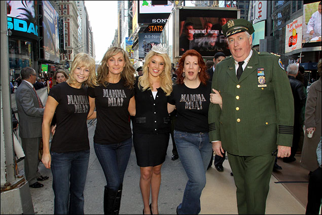 """Dynamos Lisa Brescia, Judy McLane and Jennifer Perry help """"Keep America Beautiful"""" with Miss America on Earth Day in Times Square"""