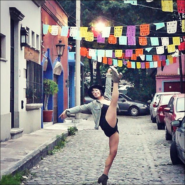 Lori Ann Ferreri: Bailando en la calle- México City