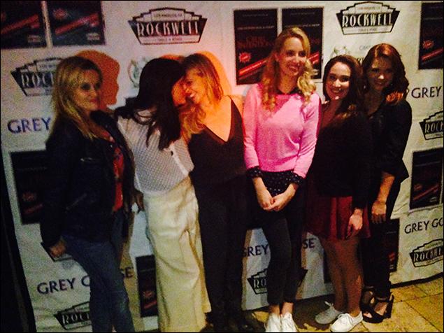 Reese Witherspoon,  Selma Blair, Sarah Michelle Gellar, Molly McCook, Emma Hunton and Katie Stevens