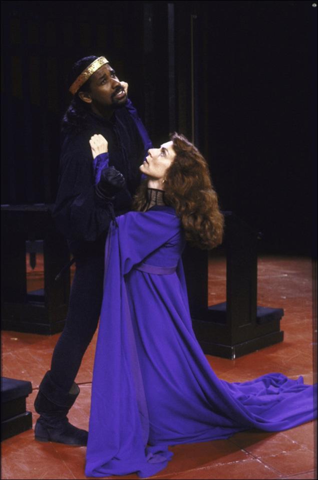 Denzel Washington and Nancy Palk in Richard III.