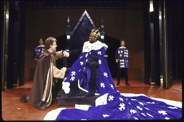 Daniel Davis and Denzel Washington in Richard III.