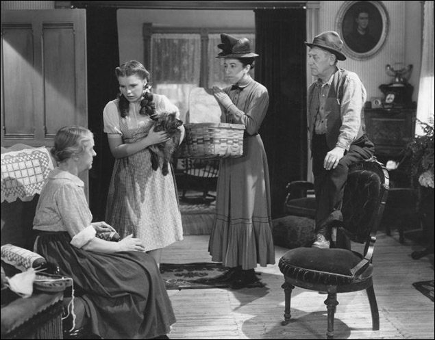 "Judy Garland, Margaret Hamilton, Clara Blandick and Charley Grapewin in ""The Wizard of Oz"""