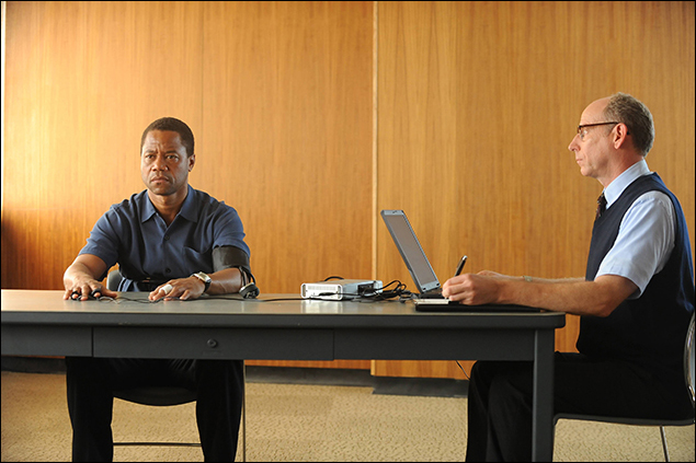 """""""From the Ashes of Tragedy"""" Episode 101: Cuba Gooding, Jr. as O.J. Simpson, Joseph Buttler as Polygraph Examiner"""
