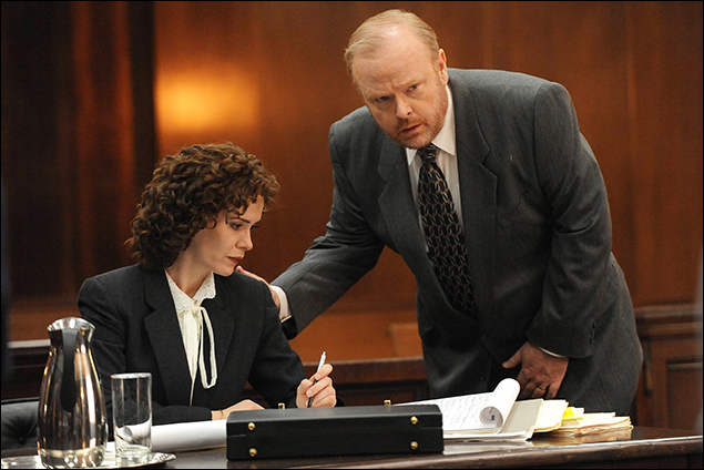 """""""From the Ashes of Tragedy"""" Episode 101: Sarah Paulson as Marcia Clark, Christian Clemenson as Bill Hodgman"""