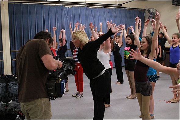 Nikki Snelson works with BDF students at an open call.