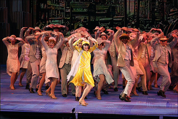 Tari Kelly (center) and the cast of Thoroughly Modern Millie