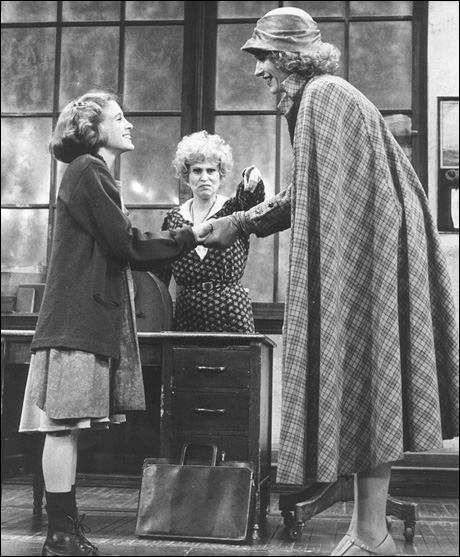 Sarah Jessica Parker, Alice Ghostley and Lynn Kearney in Annie
