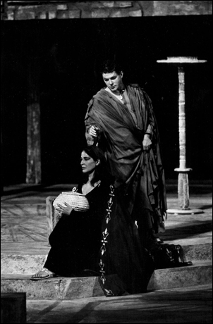 Colleen Dewhurst and Michael Higgins in Antony and Cleopatra, 1963