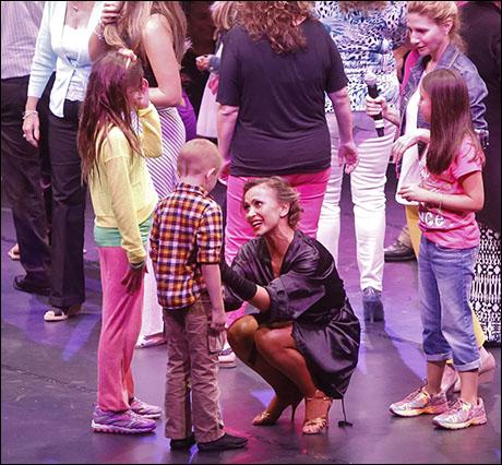 Karina Smirnoff with audience members
