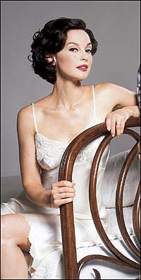 Ashley Judd in <i>Cat on a Hot Tin Roof</i>