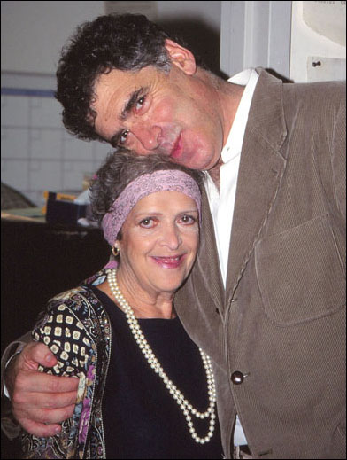 Marilyn Cooper and Elliott Gould take a break during rehearsals for Deathtrap