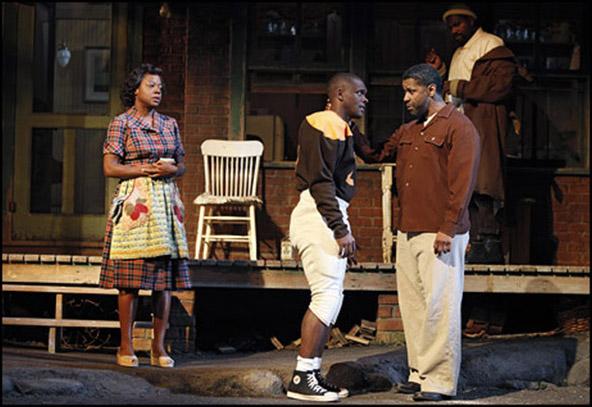 Viola Davis, Chris Chalk, Denzel Washington and Mykelti Williamson in Fences.