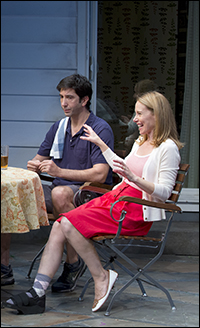 Amy Ryan and David Schwimmer