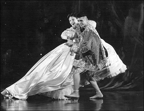 Donna Murphy and Lou Diamond Phillips in The King and I