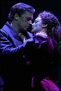 Tom Hewitt and Melissa Errico in the original Broadway production of <I>Dracula</I>