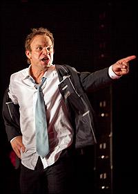 <I>Enron</I> star Norbert Leo Butz