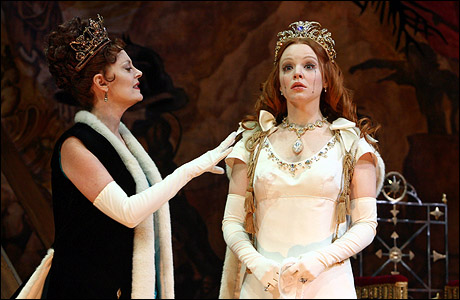 Lauren Ambrose exit the king