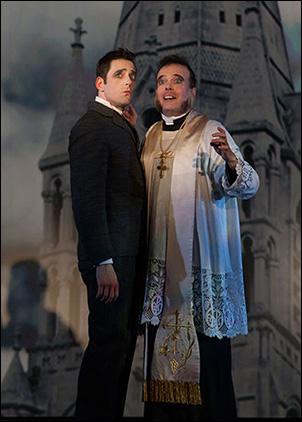 Ken Barnett as Monty Navarro and Jefferson Mays as Reverend Lord Ezekial D'Ysquith