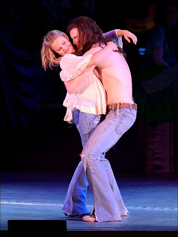 Kristen Bell and Benjamin Walker