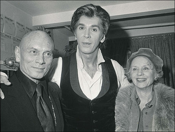 Yul Brynner, Frank Langella and Jessica Tandy backstage at the Broadway production Dracula.