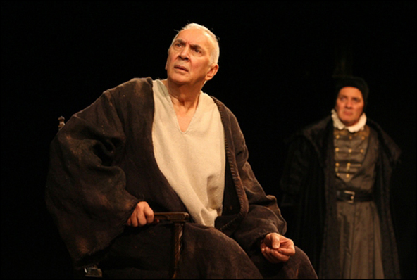 Frank Langella and Zach Grenier in the 2008 Broadway production A Man For All Seasons.