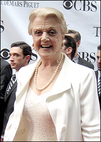 Angela Lansbury on the red carpet at the 2009 Tony Awards.