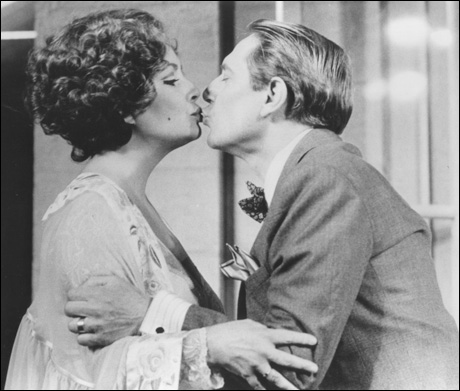Elizabeth Taylor and John Cullum in Private Lives, 1983.