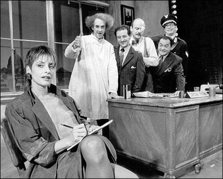 Patti LuPone, with Jonathan Pryce, Joe Grifasi, Gerry Bamman, Raymond Serra and Bill Irwin, in Accidental Death of an Anarchist on Broadway (1984)