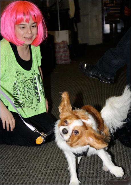 Maya Goldman, our Jenny understudy, admires Penny's Yoda impression.