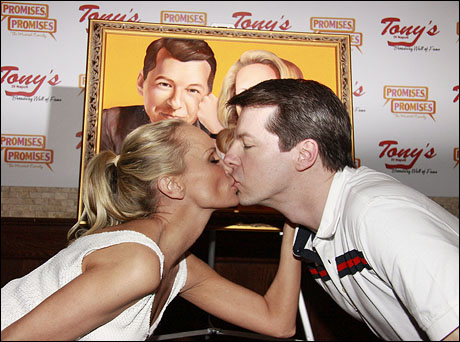 "Kristin Chenoweth and Sean Hayes are added to the Tony's DiNapoli ""Wall of Fame"""