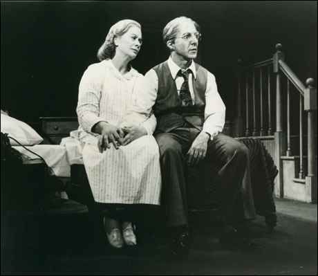 Kate Reid and Dustin Hoffman in the 1984 Broadway revival