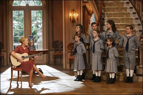 Carrie Underwood as Maria with (back, l-r) Ella Watts-Gorman as Louisa, Michael Nigro as Friedrich, Ariane Rinehart as Liesl, Joe West as Kurt; (front, l-r) Grace Rundhaug as Marta, Sophia Anne Caruso as Brigitta, Peyton Ella as Gretl