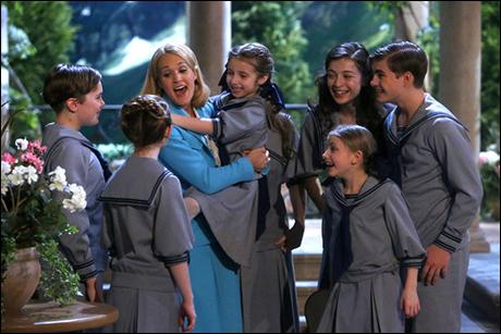 Joe West as Kurt, Carrie Underwood as Maria, Peyton Ella as Gretl, Ariane Rinehart as Liesl, Grace Rundhaug as Marta, Michael Nigro as Friedrich