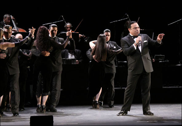 Gilberto Santa Rosa and Cast