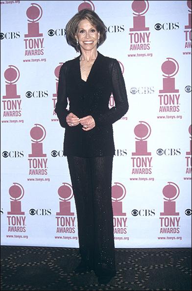 Mary Tyler Moore wearing Vera Wang at the 2002 Tony Awards