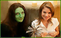 Willemijn Verkaik (l.) and Lucy Scherer will star in Germany's <I>Wicked</I>.