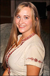 Thora Birch and Dracula Part Company; Understudy Emily ... Thora Birch